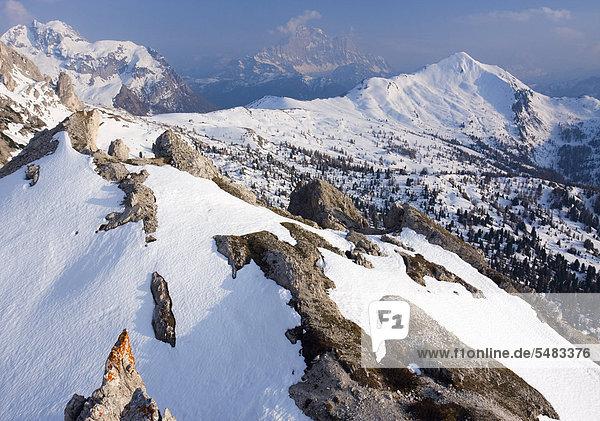 Die Berge Monte Cernera  Monte Civetta und Monte Pore vom Col Galina aus gesehen  Dolomiten  Italien  Europa