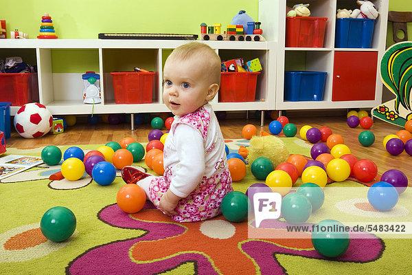 Baby  1 Jahr  beim Spielen