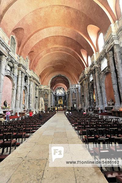 Innenansicht  Igreja de S·o Domingos  Sao Domingos Kirche  Baubeginn 1399  im 18. Jh. fertiggestellt  durch einen Brand 1954 wurden große Teile im Inneren zerstört  Lissabon  Lisboa  Portugal  Europa