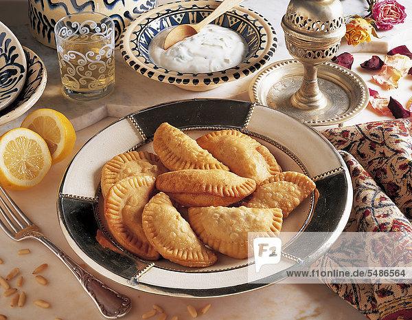 Frittierte Halbmonde  Libanon  Rezept gegen Gebühr erhältlich