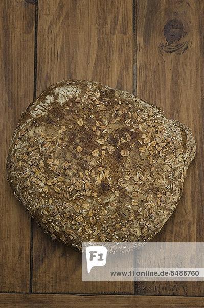 Selbstgebackenes Brot mit Sauerteig und gerösteten Haferflocken - Rezeptdatei vorhanden