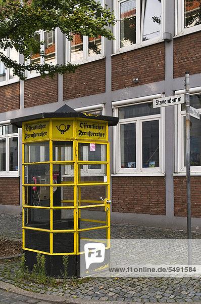 Alte Telefonzelle im Schnoorviertel  Bremen  Land Bremen  Deutschland  Europa
