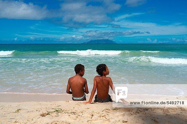 sitzend  Strand  Junge - Person  Silhouette  Horizont  Ozean  Sand  Indianer  Insel  2  jung  Seychellen
