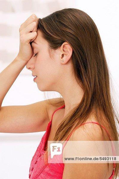 Frau  Kopfschmerz  halten  jung  Schmerz