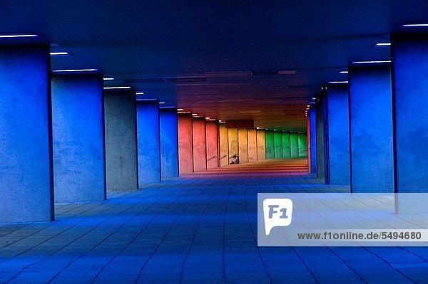 Korridor  Korridore  Flur  Flure  Farbaufnahme  Farbe  beleuchtet  unterhalb  Architektur  Vielfalt  blau  Fußgänger  niederländisch  Institut  Rotterdam Korridor, Korridore, Flur, Flure ,Farbaufnahme, Farbe ,beleuchtet ,unterhalb ,Architektur ,Vielfalt ,blau ,Fußgänger ,niederländisch ,Institut ,Rotterdam