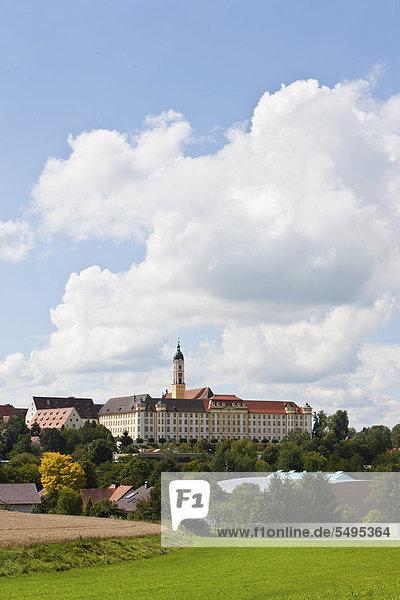 Kloster Ochsenhausen  mit Klosterkirche St. Georg  Ochsenhausen  Landkreis Biberach  Oberschwaben  Baden-Württemberg  Deutschland  Europa