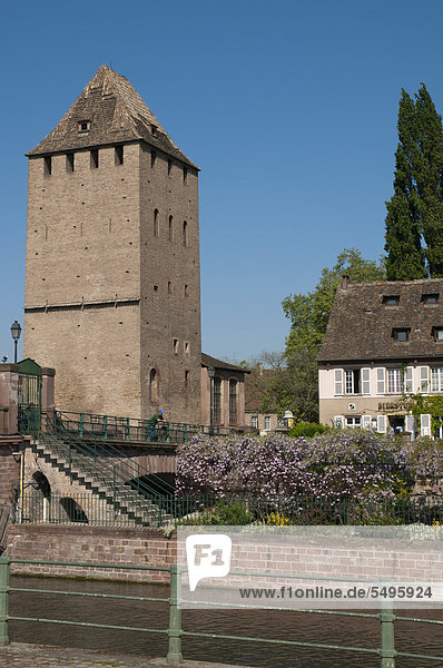 Brückenturm  Mauer-Brücke  Die gedeckten Brücken  Ill  historische Altstadt  Unesco-Weltkulturerbe  Straßburg  Elsaß  Frankreich  Europa  ÖffentlicherGrund