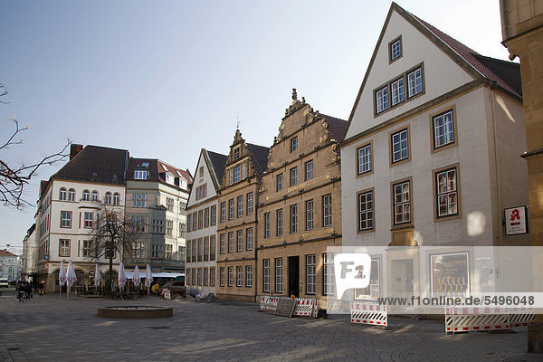 'Houses with stepped gables  ''Alter Markt'' square  Bielefeld  Ostwestfalen-Lippe region  North Rhine-Westphalia  Germany  Europe  PublicGround'