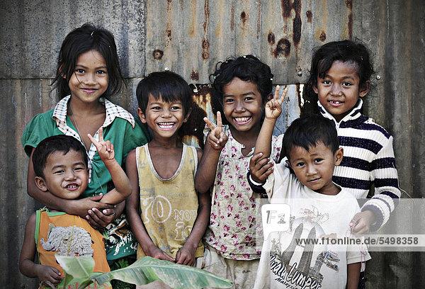 Fröhliche Kinder in Kambodscha  Südostasien  Asien Fröhliche Kinder in Kambodscha, Südostasien, Asien
