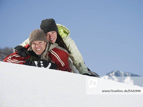 Paar Verlegung im Schnee
