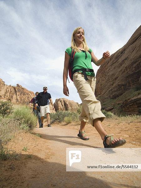 Menschen Wandern in Wüste