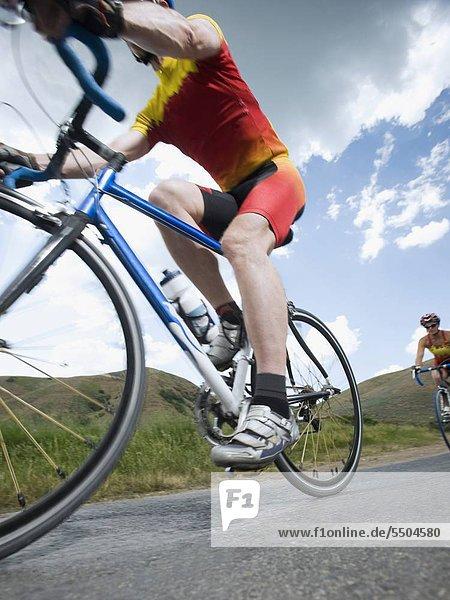 Fahrradfahrer Fernverkehrsstraße