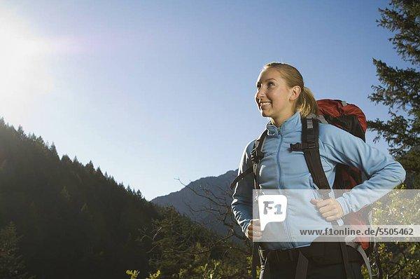 Weibliche Wanderer auf der Suche Seite  Utah  USA