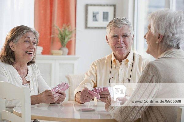 Senior Senioren Karte spielen