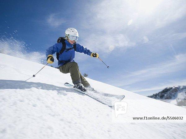 Frau  Skisport  Skiabfahrt  Abfahrt