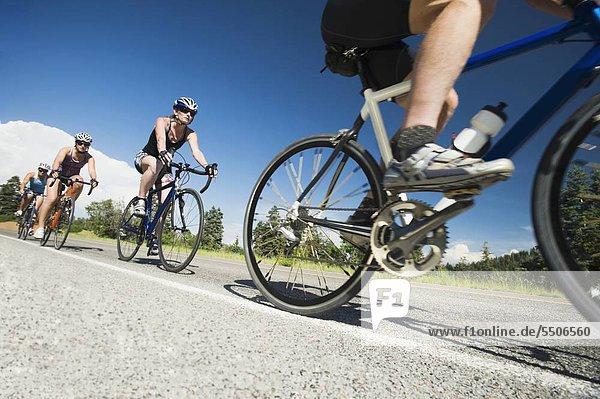 Berg Fahrradfahrer Fernverkehrsstraße