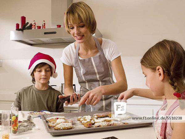 backen backend backt Keks Mutter - Mensch