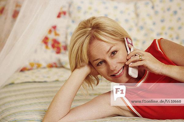 Portrait Frau sprechen lächeln reifer Erwachsene reife Erwachsene