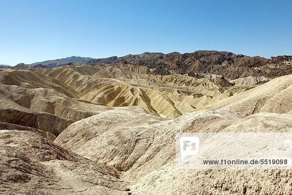 Blick Richtung Osten vom Zabriskie Point im Death Valley Nationalpark  Kalifornien  USA