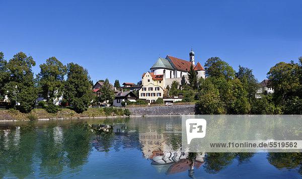 Franziskanerkloster Füssen  Fluss Lech  Füssen  Ostallgäu  Allgäu  Schwaben  Bayern  Deutschland  Europa  ÖffentlicherGrund