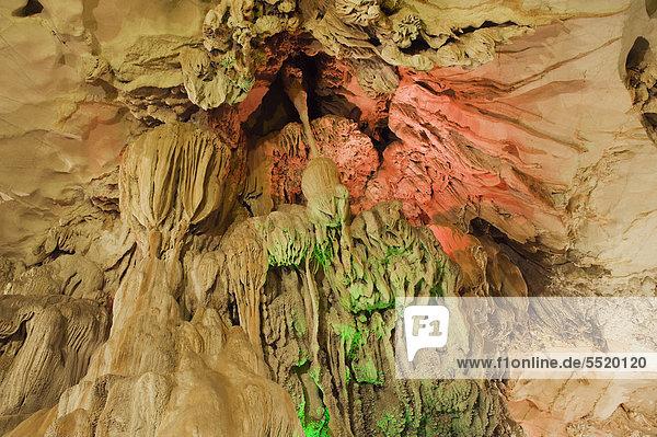 Chang Cave  Tropfsteinhöhle im Karstgebirge  Vang Vieng  Vientiane  Laos  Indochina  Asien