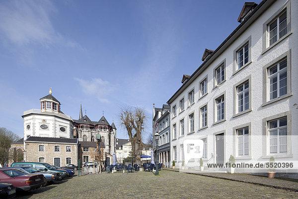 Propsteikirche St. Kornelius  historischer Ortskern Kornelimünster  Aachen  Nordrhein-Westfalen  Deutschland  Europa  ÖffentlicherGrund