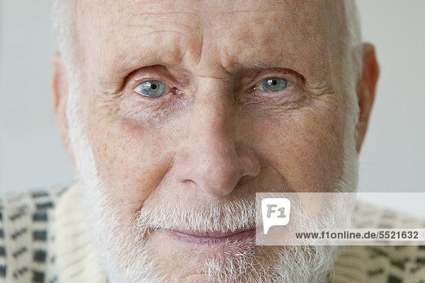 Close up of older man's face 39cl0025rf