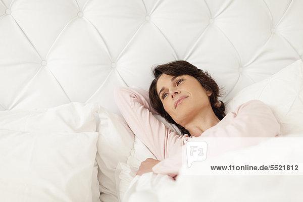 Frau  Entspannung  lächeln  Bett