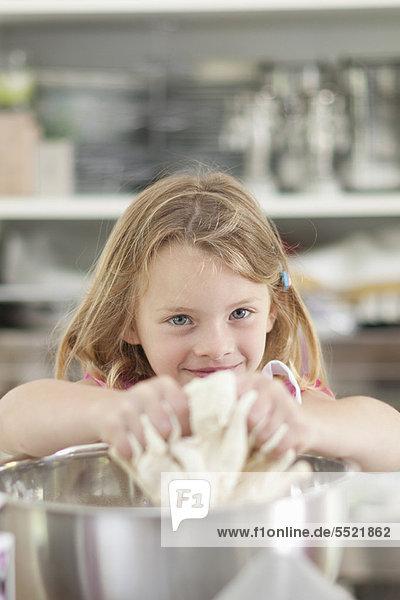 kneten  Küche  Mädchen  Teig