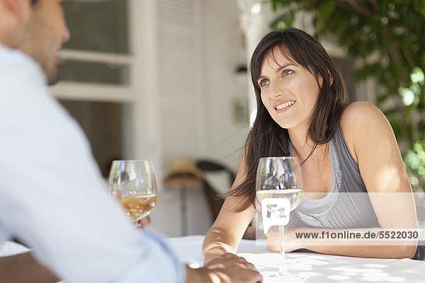 Außenaufnahme  Wein  Tisch  freie Natur