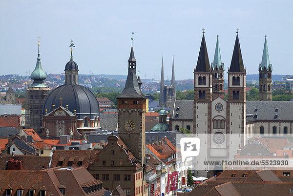 Die Türme von Würzburg  dominiert vom St. Kiliansdom  gesehen von der Festung Marienberg  Würzburg  Unterfranken  Bayern  Deutschland  Europa