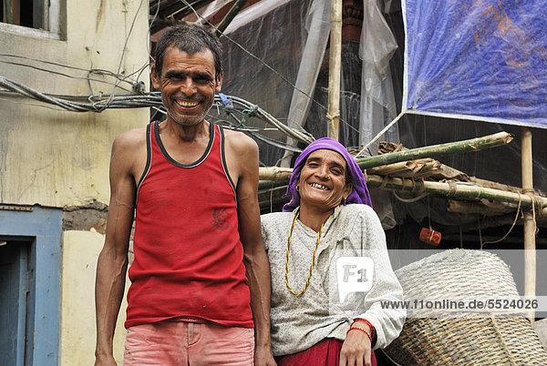 Straßenarbeiter und Straßenarbeiterin,  Thamel,  Kathmandu,  Nepal,  Asien