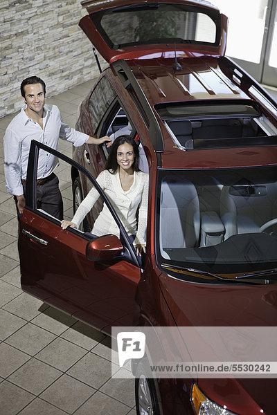 Fröhlichkeit Auto Zimmer Reichtum Show