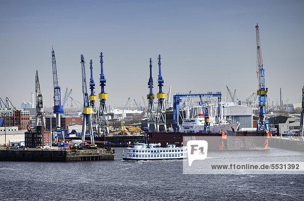Museumsschiff Cap San Diego im Schwimmdock von Blohm und Voss in Hamburg  Deutschland  Europa