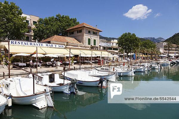 Boote im Hafen von Port Soller  Mallorca  Balearen  Spanien  Europa