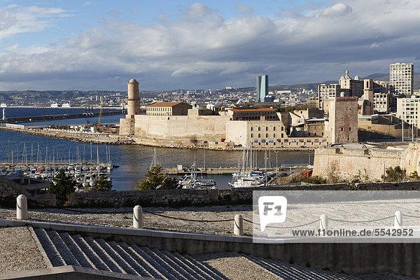 Fort Saint-Jean  Einfahrt zum Vieux Port  Alter Hafen  Marseille  Bouches-du-Rhone  Provence  Frankreich  Europa
