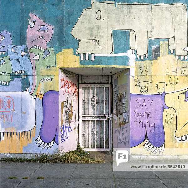 Bunte Graffiti an einem Gebäude in Portland  Oregon  USA
