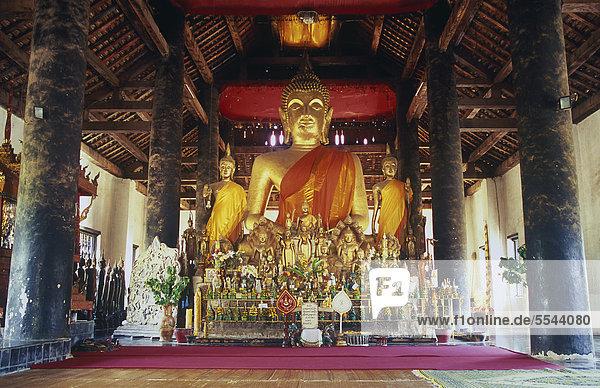 Buddhastatue im Wat Visounnarath Tempel  Luang Prabang  UNESCO-Weltkulturerbe  Laos  Indochina  Asien