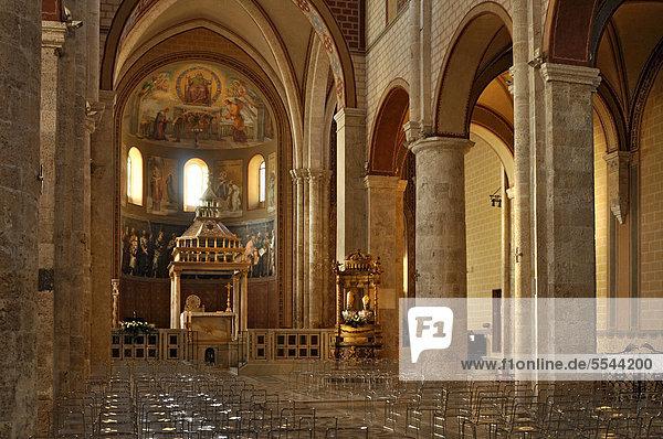 Innenraum mit Altarbaldachin  Ziborium  des romanischen Doms  Kathedrale Santa Maria  11. Jh.  Anagni  Latium  Italien  Europa