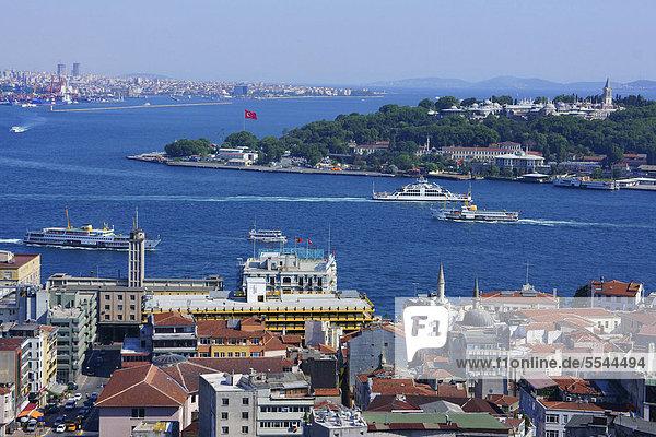 über Großstadt Turm Ansicht Bosporus Istanbul Türkei