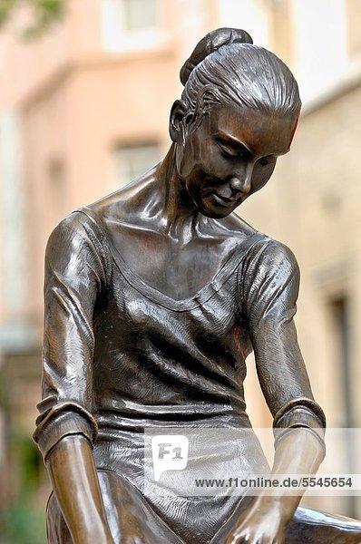 Großbritannien  London  Hauptstadt  Statue  Balletttänzerin  Covent Garden  England