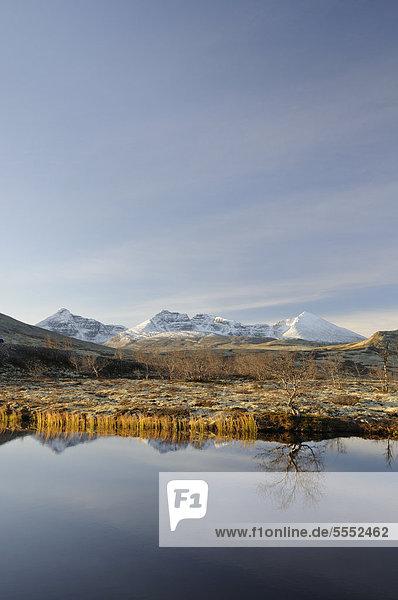 See Doralstjornin in einer Berglandschaft im Rondane Nationalpark  Norwegen  Europa