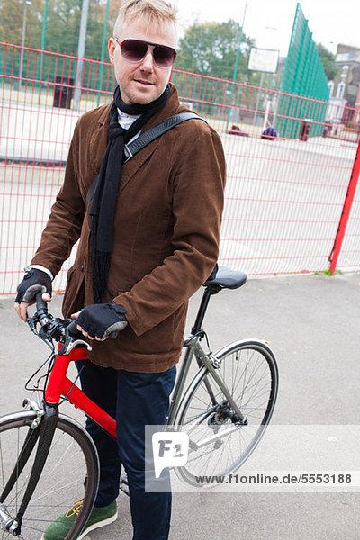 Radfahrer im städtischen Umfeld