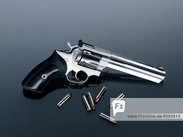 Revolver und Kugeln