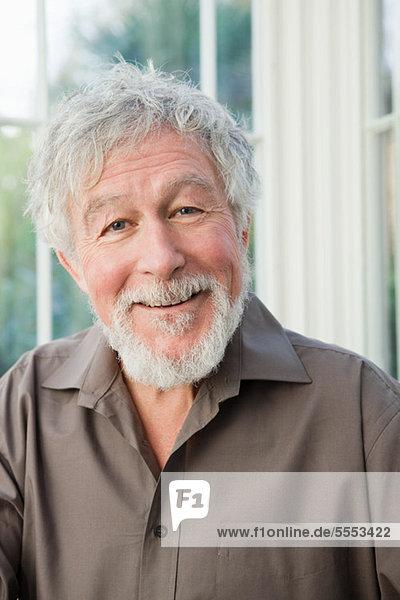 Senior lächelnd mann