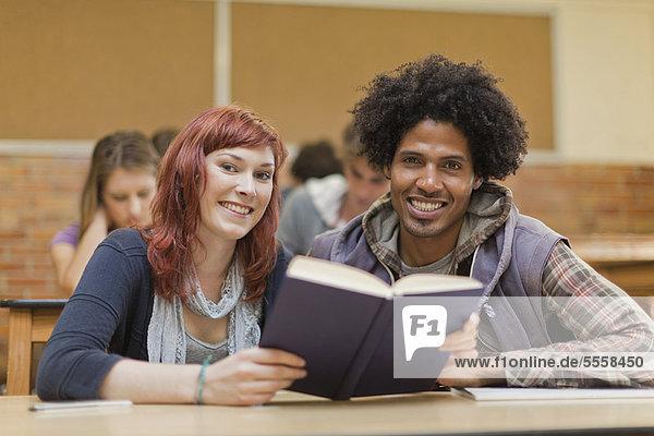 Zusammenhalt  arbeiten  Student