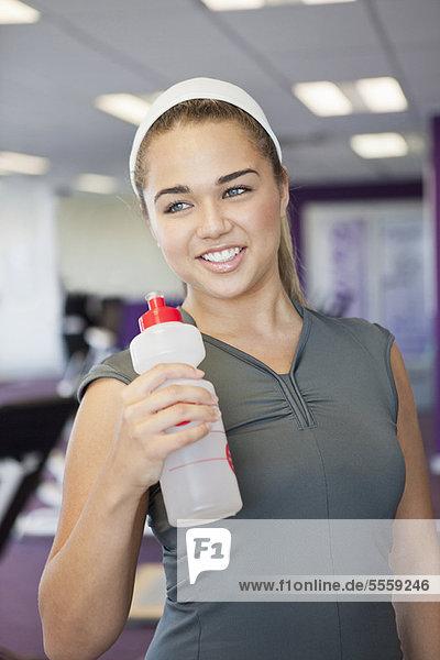 Wasser  Fitness-Studio  trinken  Mädchen
