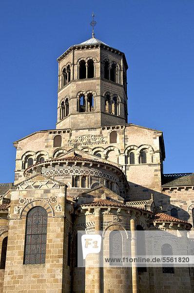 Abteikirche von Issoire  St-Austremoine díIssoire  eine der fünf großen romanischen Kirchen in der Auvergne  Frankreich  Europa