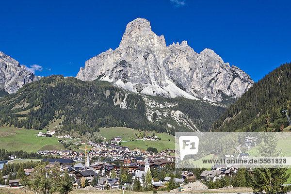 Corvara  hinten der Sassongher  2665 m  Dolomiten  Italien  Europa