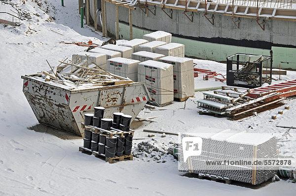 Winterpause auf der Baustelle  Neubau eines Eis- und Schwimmstadions in Köln  Nordrhein-Westfalen  Deutschland  Europa  ÖffentlicherGrund
